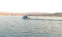 Tekne İle Kaçak Avlanan 2 Kişi Yakalandı