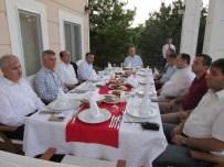 DAVUT ÇALıŞKAN - Ankara Yeni Mahalle Belediye Başkanı Fethi Yaşar Hemşehrilerine İftar Yemeği Verdi