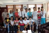 İSMAİL KARAKULLUKÇU - Bisiklet Şampiyonasına Katılan Sporculardan Başkan Karakullukçu'ya Ziyaret