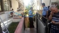 EVDE ÇALIŞMA - Kocaeli'de Bir Evde 3 Kişi Ölü Bulundu
