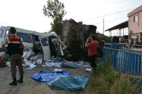 MURAT İKIZ - Minibüs Kamyona Çarptı Açıklaması 1 Ölü, 5 Yaralı