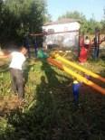 GÖKÇELER - Çocuklar Bayramda Rahatça Oynasın Diye TEK Başına Köy Parkını Temizledi