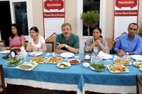 YÜKSEL MUTLU - Eş Başkanlar Mutlu Ve Türk, Muhtarlarla İftar Sofrasında Buluştu