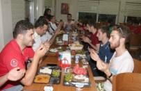 KOMPOZISYON - Kırkağaç Gençlik Kampında Kardeşlik İklimi Esiyor