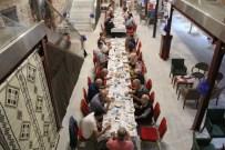 HATTAT - Bursalı Sanatçılar İftarda Bir Araya Geldi