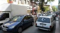 OTOPARK SORUNU - Edremit'te Her Üç Kişiye Bir Tescilli Araç Düşüyor