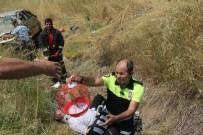AHMET OZAN - Takla Atan Otomobildeki 4 Kişi Yaralandı