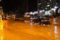 CEMİL ÇİÇEK - Yozgat'ta Yağmur Caddeleri Göle Çevirdi