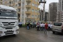 RİZE BELEDİYESİ - Evlerine Giden Yolu Konteyner İle Kapatan İnşaat Firmasının Şantiyeye Girişini Engellediler