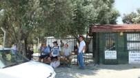 4 Yıldan Beri Çadırda Namaz Kılıyorlar