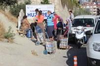 DAMACANA - Bir Damacana Su İçin Çeşme Önünde 2 Saat Bekliyorlar