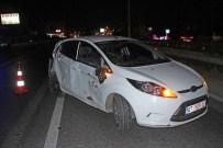 ŞERİT İHLALİ - Kamyonun Çarptığı Otomobilden Yara Almadan Kurtuldular
