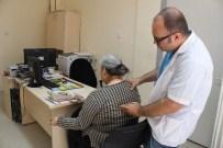 GENÇ DOKTOR - Koltuk Değneğiyle Şifa Dağıtıyor, Gören 'Geçmiş Olsun Doktor Bey' Diyor