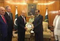 ÜÇLÜ ZİRVE - Milli Savunma Bakanı Işık Pakistan Cumhurbaşkanı Hüseyin İle Bir Araya Geldi