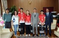 GENÇ NÜFUS - Elektronik Dart Avrupa Şampiyonlarından Vali Elban'a Ziyaret