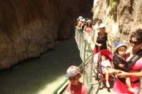 TAHTA KÖPRÜ - Kartpostallık Saklıkent Kanyonu Ziyaretçi Akınına Uğruyor