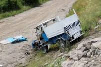 HASAN GÜNAYDIN - Tarım Aracı Şarampole Yuvarlandı Açıklaması 2 Yaralı