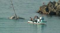 GEZİ TEKNESİ - Akçakoca'da Bakıma Alınan Gezi Teknesi Battı