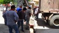 GAZ AKIŞI - Kazı Yapan Kepçe, Doğalgaz Ana Borusunu Patlattı