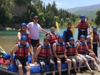 RAFTİNG HEYECANI - Mahalle Muhtarları Rafting Heyecanı Yaşadı