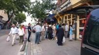 LONCA - Bursa'da İftar Saati Pide Kuyruğu
