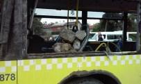 METROBÜS YOLU - Hafriyat Kamyonu Metrobüse Çarptı, Çok Sayıda Kişi Yaralandı