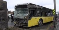 METROBÜS YOLU - Kamyon Metrobüs Yoluna Girdi Açıklaması Yaralılar Var