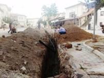 EDİP AKBAYRAM - Edip Akbayram Sokakta İçme Suyu Hat Yenileme Çalışması Yapılıyor