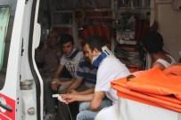 SERVİS OTOBÜSÜ - İki Servis Otobüsü İle Minibüs Birbirine Girdi Açıklaması 36 Yaralı