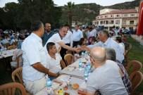 KARAHAYıT - Başkan Gürlesin Karahayıt'ta Vatandaşlarla İftarda Buluştu
