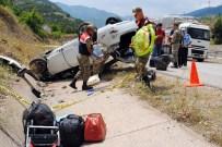 ŞERİT İHLALİ - Bayram Tatili Yolunda Kaza Açıklaması 2 Ölü, 3 Yaralı