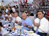 İSMAİL TEPEBAĞLI - Büyükşehir Belediyesi, İftar Sofrasını Tarsus'ta Kurdu