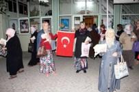 Teravih Namazı Sonrası Kadınlara Türk Bayrağı Ve Kur'an-I Kerim