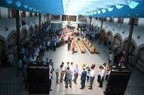 ANNELER GÜNÜ - Uşak Belediye Başkanı Cahan'dan Çalışanlarına Bayram Ziyareti