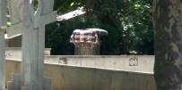 GEZİ PARKI - Gezi Parkındaki Şüpheli Paketten Uyku Tulumu Çıktı