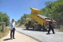 ELMALıK - Grup Köy Yolunda Asfaltlama