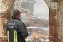 Milas'ta Eski Ev Yandı