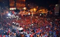 EZİLME TEHLİKESİ - Antalya Darbeye Karşı Tek Yürek