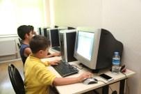 İŞLETIM SISTEMI - Emek Gençlik Merkezi'nden Çocuklar İçin Temel Bilgisayar Kursu