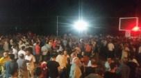 İSMAİL CEM - Kuşadası'nda Vatandaşlar Sokağa Çıktı