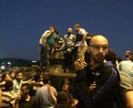 TEM OTOYOLU - Tankın içinde kalan askerleri linçten polis kurtardı!