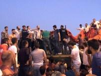 TEM OTOYOLU - Tankın İçinde Mahsur Kalan Askerleri Linçten Polis Kurtardı