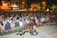 Turgutlu'da Sabah Namazı 50. Yıl Meydanı'nda Kılındı
