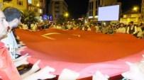 Burhaniye'de Binlerce Vatandaş Meydanlara İndi