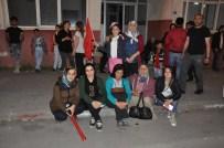 YUSUF SELAHATTIN BEYRIBEY - Karslılar 'Demokrasi Nöbeti' Tutmaya Devam Ediyor