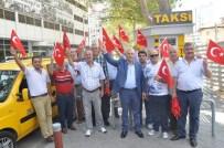 TAKSİ ŞOFÖRLERİ - Darbe Girişimine Tepki Olarak Taksicilere Türk Bayrağı