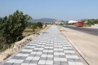 YAYA KALDIRIMI - Büyükşehir Soma'da Hizmetlere Devam Ediyor