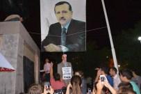 Cumhurbaşkanı Erdoğan'ın Dev Posteri Altında Gülen'in Maketini İdam Ettiler