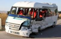 Virajı Alamayan Sürücü Karşı Şeride Geçti Açıklaması 15 Yaralı