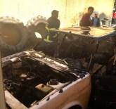 SİGARA İZMARİTİ - Kullanılmayan Otomobil Yandı